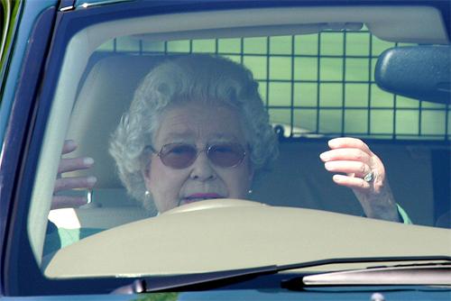 Королева Елизавета прокатила на Range Rover герцогиню Кембриджскую Кейт