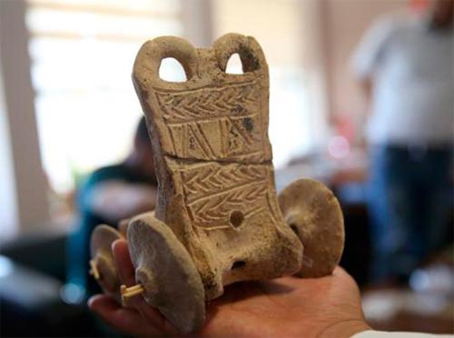 Нараскопках найден игрушечный автомобиль возрастом 5000 лет